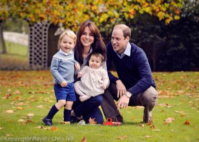 royal-family-christmas-portrait-today-151218-1_e9d051a75e0210f87f14cd620fe3f387-today-inline-large